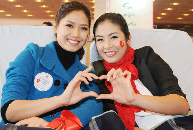 Hoa hậu Ngọc Hân cùng 500 cặp tình nhân hiến máu