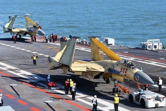J-15 là bản sao của F/A-18 Hornet?