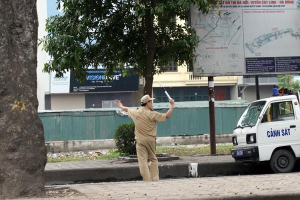 Trật tự đô thị 'múa gậy' chặn xe