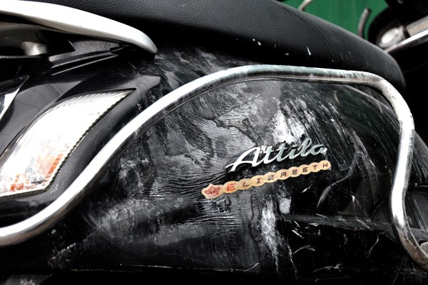 Chiếc xe bị Attila sau khi cháy