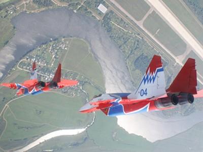 Đội hình máy bay 'khủng' hộ tống Tổng thống Nga