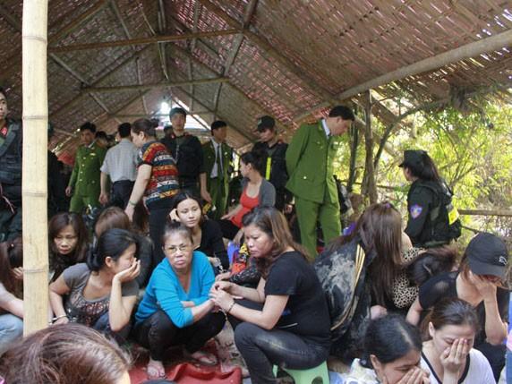 31 con bạc là nữ bị bắt giữ tại sới bạc khủng ở Sóc Sơn chiều 14-3