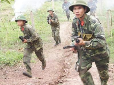 Lính trẻ học đánh trận