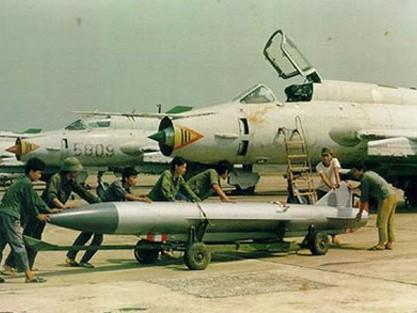 Không quân Việt Nam bảo vệ Trường Sa từ khi nào?