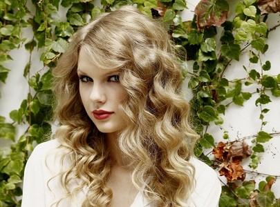 Taylor Swift tố người yêu cũ không chung thủy