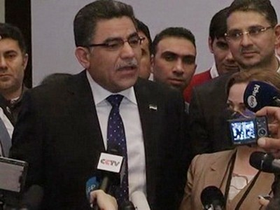 Ông Ghassan Hitto phát biểu sau khi kết quả kiểm phiếu được công bố. Ảnh: Reuters