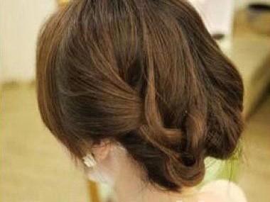 Lạ mắt với kiểu tết cho tóc ngắn