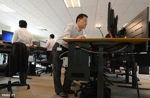 Xu hướng dân văn phòng đứng làm việc