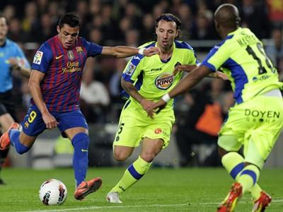 Barcelona đại thắng, bám sát Real Madrid