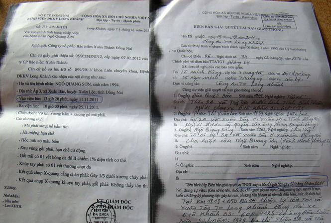 Anh Ngô Quang Sơn bị tai nạn nhập viện vào ngày 11-11-2011 (văn bản bên trái), nhưng biên bản của Công an thị xã Long Khánh thể hiện vụ tai nạn xảy ra vào ngày 12-11-2011