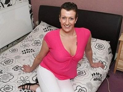 Người phụ nữ chuyển giới 'qua đêm' với hơn 1000 đàn ông