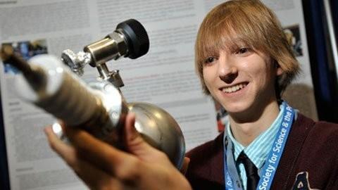 Teen Mỹ tự chế tạo lò phản ứng hạt nhân