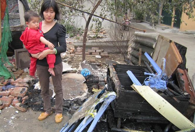 Hai mẹ con chị Hương chưa hết bàng hoàng sau khi được cứu sống