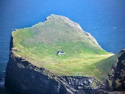 Những ngôi nhà 'cô đơn' trên thế giới