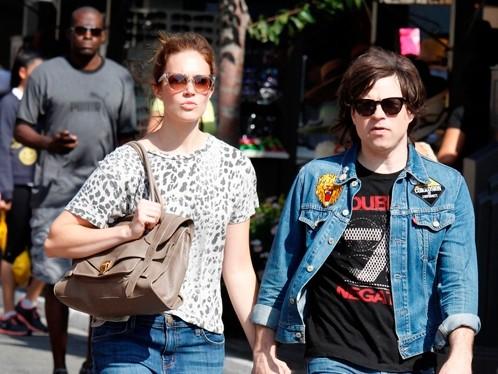 """Cặp đôi chênh lệch 10 tuổi đã """"đường ai nấy đi"""". Ảnh: Just Jared."""