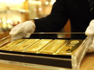 Giá vàng hôm qua đã lên trên 1.290 USD nhờ đồng đôla yếu đi.