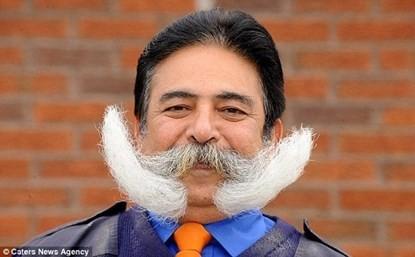 Người đàn ông dành 39 năm để nuôi một bộ ria