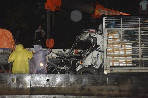 Hiện trường vụ tai nạn hai xe tải đâm nhau.  Minh Thùy