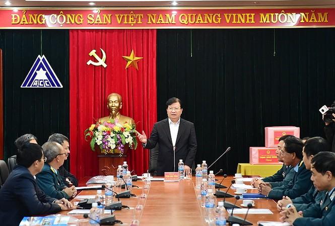 Phó Thủ tướng Trịnh Đình Dũng chủ trì cuộc làm việc với Công ty Thiết kế và tư vấn xây dựng công trình hàng không và bộ ngành liên quan - Ảnh: Xuân Tuyến