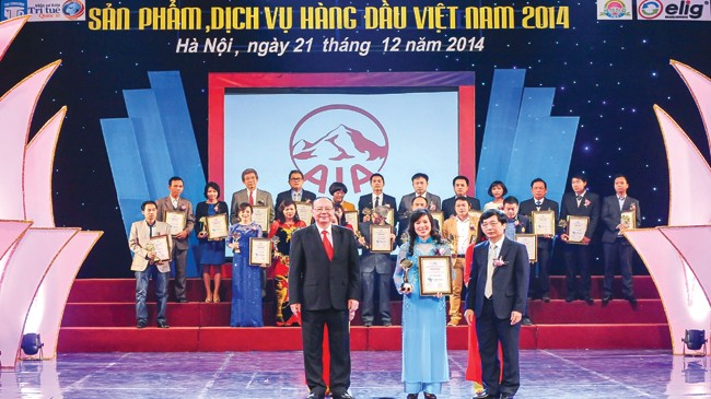 AIA Việt Nam nhận danh hiệu Sản phẩm - Dịch vụ hàng đầu Việt Nam 2014.