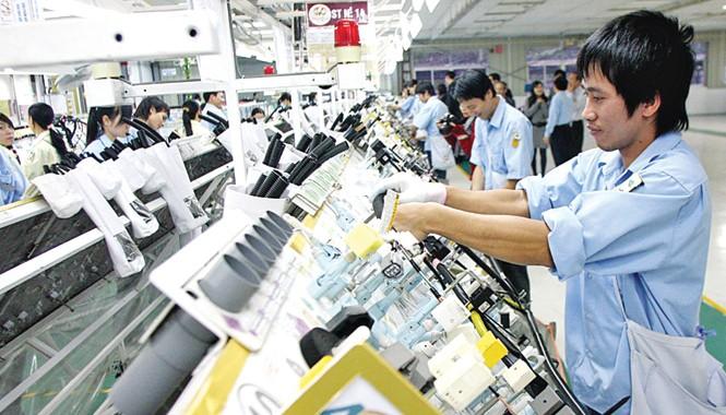 """Theo các chuyên gia, doanh nghiệp Việt Nam vẫn """"hụt"""" về tiếp cận công nghệ cao. Ảnh: Hồng Vĩnh."""