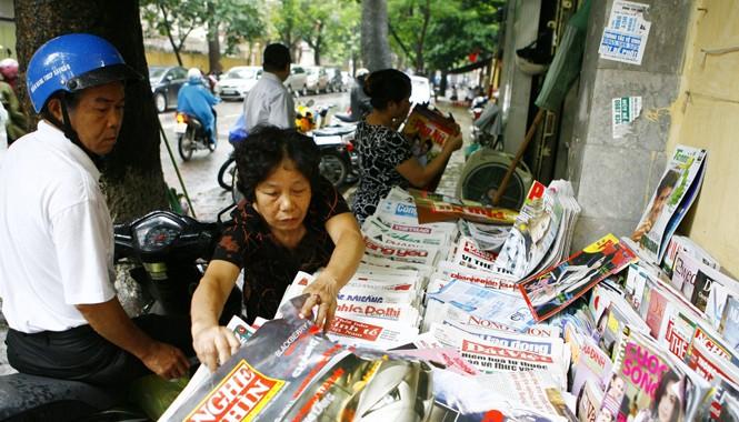 Báo chí của các ngành, địa phương phát triển rất nhanh nhưng về chất lượng và nội dung có phần bị buông lỏng. Ảnh: Hồng Vĩnh.