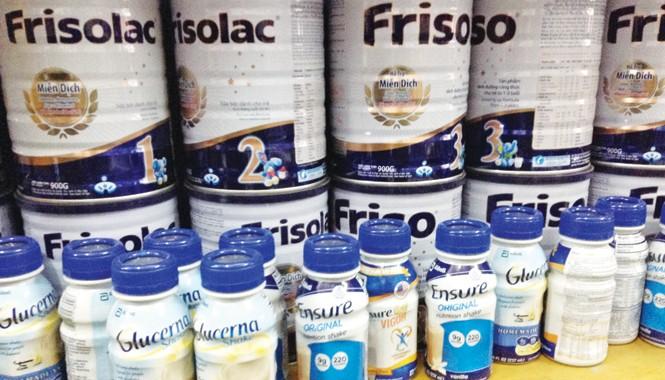 Loại sữa nước Ensure nhập lậu chễm chệ trên kệ hàng. Ảnh: Tuấn Đức.