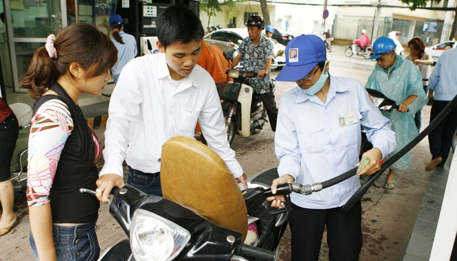 Năm nay, Tập đoàn Xăng dầu Việt Nam sẽ không thưởng Tết vì bị thua lỗ?. Ảnh: Hồng Vĩnh.