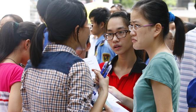 Thí sinh dự thi đại học năm 2014 tại Hà Nội. Ảnh: Hồng Vĩnh.