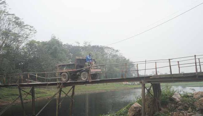 Cầu Đồng Hoàng (quận Hà Đông, Hà Nội) không bảo đảm an toàn giao thông. Ảnh: K.N.