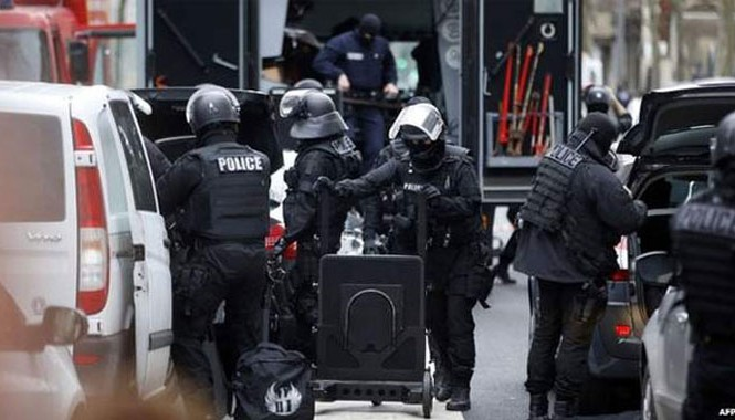 Hiện trường vụ bắn chết nữ cảnh sát Paris sáng 8/1. Ảnh: Getty Images.