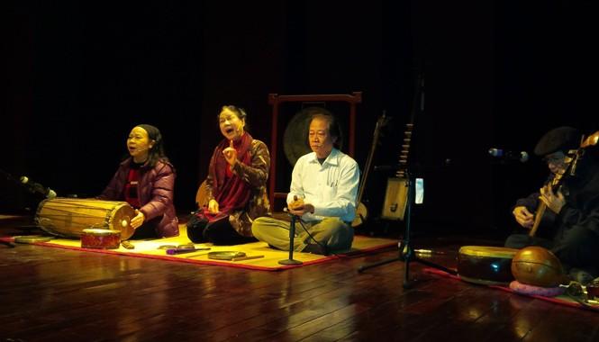 Các nghệ sĩ Thanh Hoài, Xuân Hoạch, Đặng Công Hưng... với tiếng trúc tiếng tơ. Ảnh: Trung Dũng.