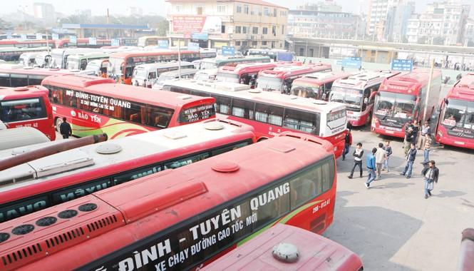 Theo khảo sát của Tiền Phong, vẫn còn hơn 60% doanh nghiệp vận tải không giảm cước. Ảnh: Hồng Vĩnh.