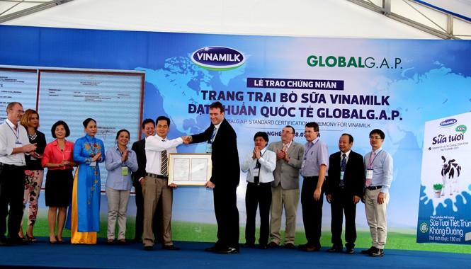 Trong năm 2014, năm trang trại của Vinamilk đều đã được chứng nhận đạt chuẩn quốc tế GlobalG.A.P. (Thực Hành Nông Nghiệp Tốt Toàn cầu).