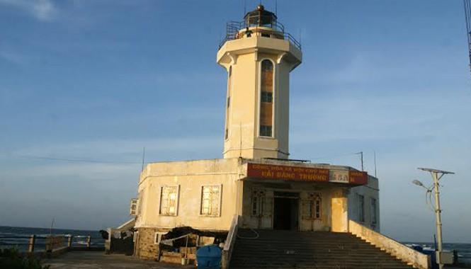 Ngọn hải đăng trên đảo Trường Sa Lớn. Ảnh: L.H.V.