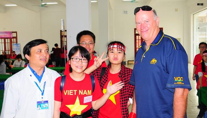 Vị khách nước ngoài tại lễ hội Hiến máu tình nguyện ở Vinh.