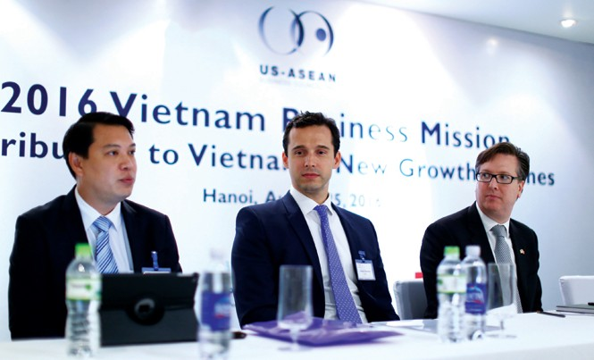 Ông Alexander Feldman, Chủ tịch Hội đồng Kinh doanh cấp cao Hoa Kỳ - ASEAN. Ông James Strenner, Trưởng VPĐD GSK Pte Ltd tại Việt Nam. Ông Shane Pang, Giám đốc phụ trách Đối ngoại, GSK Châu Á Thái Bình Dương.