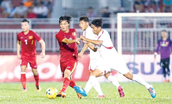 Việc Tuấn Anh (giữa) và Xuân Trường, Công Phượng phải trở về CLB ngay sau trận đấu với CHDCND Triều Tiên cũng là cơ hội để HLV Hữu Thắng thử nghiệm các phương án thi đấu mới. Ảnh: VSI.