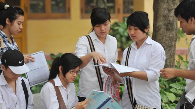 Học sinh lớp12 đang lo thời gian cho các môn thi xã hội quá ít. Ảnh: Hồng Vĩnh.