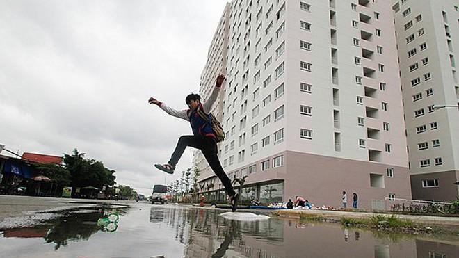 Trận mưa lớn vào giữa tháng 9 khiến chung cư ở quận Bình Tân bị nước bủa vây.