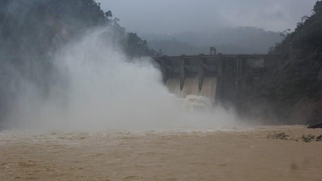 Thủy điện Hố Hô tiếp tục xả lũ trong ngày 17/10.