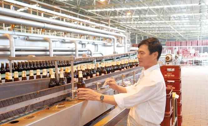 Dây chuyền sản xuất bia Hà Nội. Ảnh: Như Ý.