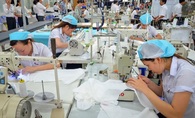 Theo Bộ Công Thương, nhóm ngành có năng suất lao động thấp là dệt may. Ảnh: Như Ý.