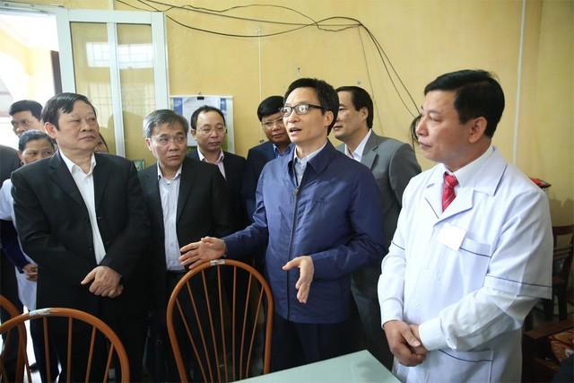 Phó Thủ tướng thăm trạm Y tế xã Yên Tập, huyện Cẩm Khê, tỉnh Phú Thọ, sáng 10/12. Ảnh: Dân Trí