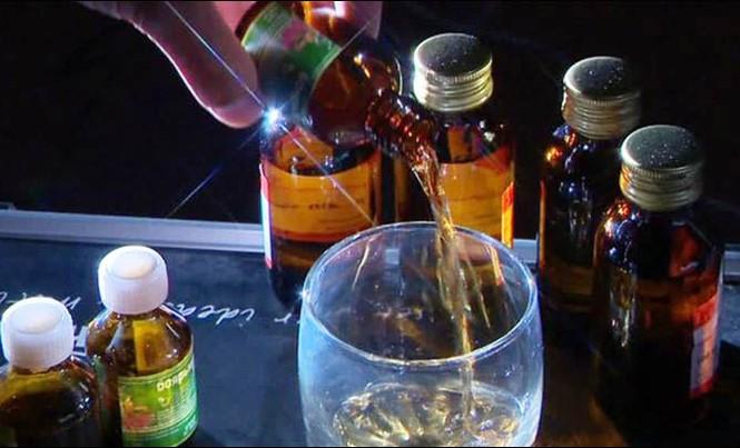 Loại chất lỏng độc hại này được nhiều người dùng như rượu vodka giá rẻ. Ảnh: Siberian Times.