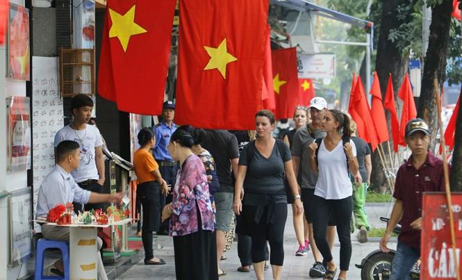 Du lịch Việt Nam đặt mục tiêu đón 11,5 triệu khách quốc tế trong năm 2017. Ảnh: Như Ý.