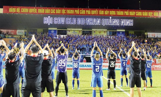 Hội CĐV Than Quảng Ninh là điểm tựa, mang lại sức mạnh tinh thần cho các cầu thủ đất mỏ. Ảnh: VSI.