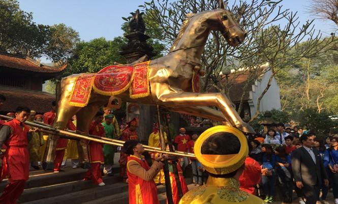 Dư luận trông vào quan chức gương mẫu thực hiện quy định về dự hội, đi lễ trong mùa lễ hội tới. Ảnh: Nguyên Khánh.