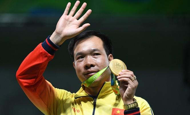 Xạ thủ Hoàng Xuân Vinh giành HCV Olympic đầu tiên cho Việt Nam. Ảnh: Tuấn An.