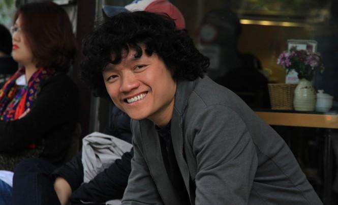 Ngô Hồng Quang trên đường phố Hà Nội. Ảnh: N.M.Hà.